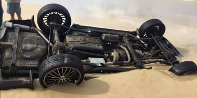 Безобидный на вид пляж поглотил Range Rover