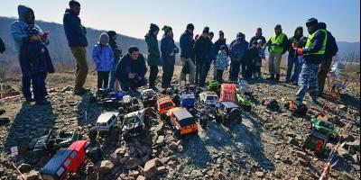 Почти как настоящие: на острове Русский в джип-триале соревновались радиоуправляемые модели