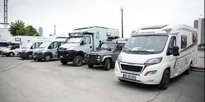 Сорок европейских пенсионеров путешествуют на автодомах по Великому шелковому пути