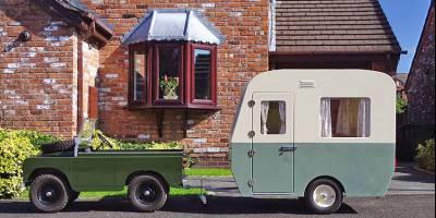 Готовь кемпер смолоду: на британском аукционе ушел с молотка детский мини-караван