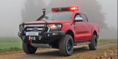 Пикап Ford Ranger превратили в пожарную машину для работы в Африке