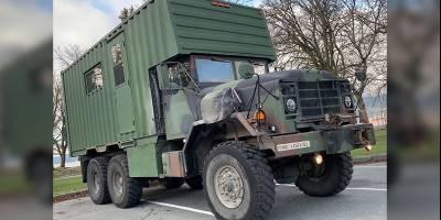 Канадец построил автодом из военного грузовика и обычного контейнера