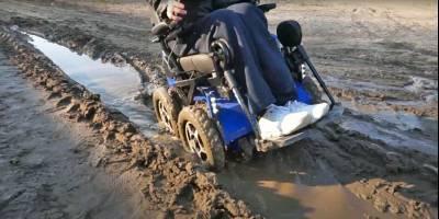 В Новосибирске выпустили инвалидную коляску-вездеход для грибников и рыбаков