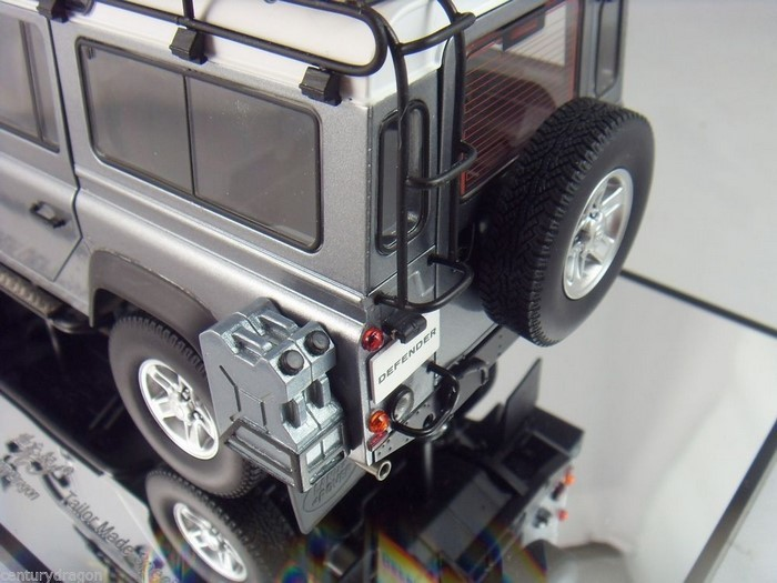 Модель 1:18 LAND ROVER DEFENDER 110