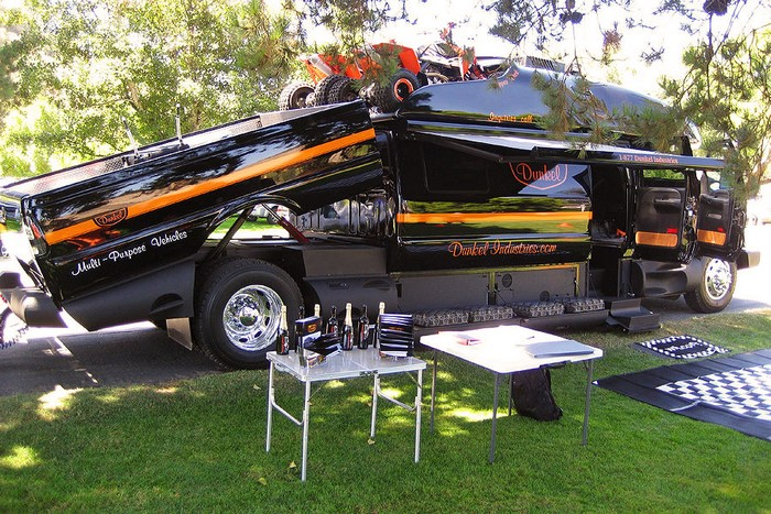 Ford F 650 Dunkel Luxury Hauler