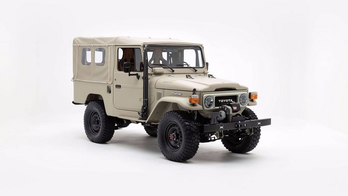 Land Cruiser Signature