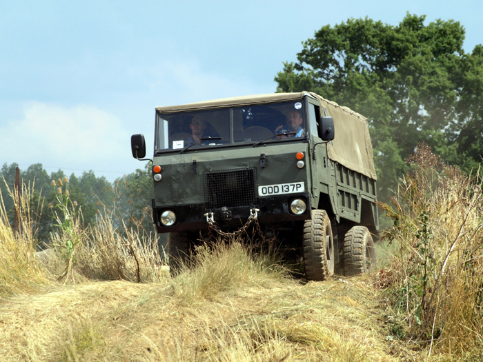 Land Rover организовал раритетный off-road - Land Rover 101 Forward Control